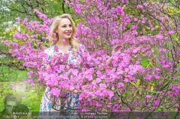 Fotoshooting mit Silvia Schneider - Innenstadt Wien - Di 18.05.2021 - Silvia SCHNEIDER im botanischen Garten9