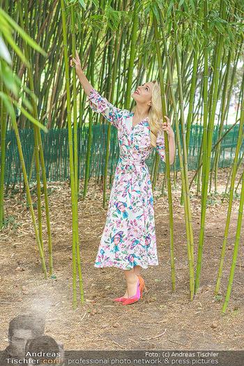 Fotoshooting mit Silvia Schneider - Innenstadt Wien - Di 18.05.2021 - Silvia SCHNEIDER im botanischen Garten20