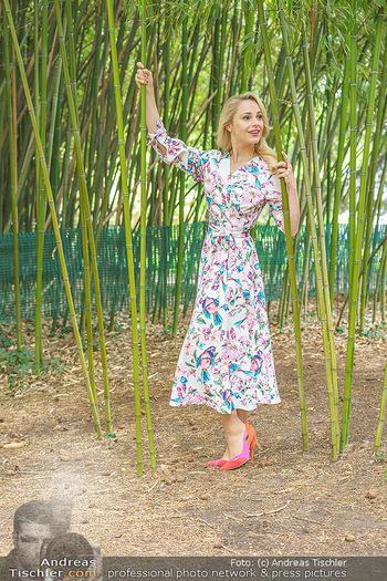 Fotoshooting mit Silvia Schneider - Innenstadt Wien - Di 18.05.2021 - Silvia SCHNEIDER im botanischen Garten21