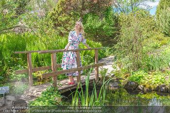 Fotoshooting mit Silvia Schneider - Innenstadt Wien - Di 18.05.2021 - Silvia SCHNEIDER im botanischen Garten26