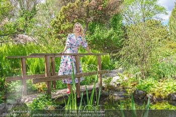 Fotoshooting mit Silvia Schneider - Innenstadt Wien - Di 18.05.2021 - Silvia SCHNEIDER im botanischen Garten27