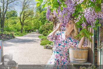 Fotoshooting mit Silvia Schneider - Innenstadt Wien - Di 18.05.2021 - Silvia SCHNEIDER im botanischen Garten30