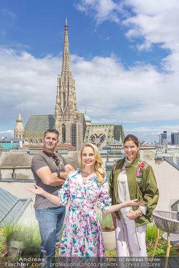 Fotoshooting mit Silvia Schneider - Innenstadt Wien - Di 18.05.2021 - Silvia SCHNEIDER, Marion NACHTWEY, Andreas TISCHLER51