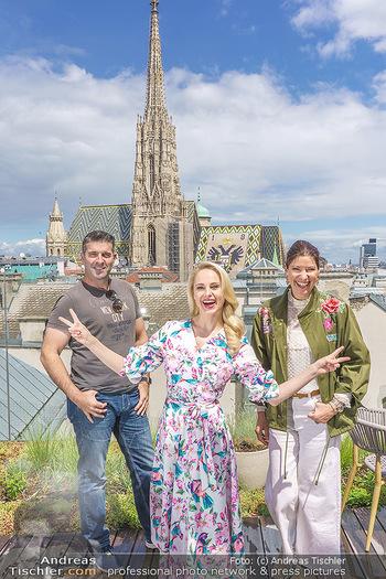 Fotoshooting mit Silvia Schneider - Innenstadt Wien - Di 18.05.2021 - Silvia SCHNEIDER, Marion NACHTWEY, Andreas TISCHLER53