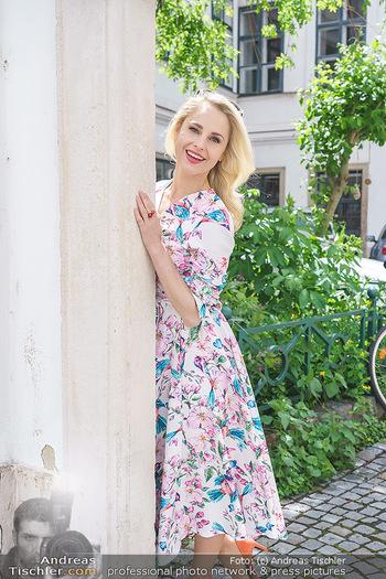 Fotoshooting mit Silvia Schneider - Innenstadt Wien - Di 18.05.2021 - Silvia SCHNEIDER im Heiligenkreuzerhof68