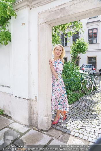 Fotoshooting mit Silvia Schneider - Innenstadt Wien - Di 18.05.2021 - Silvia SCHNEIDER im Heiligenkreuzerhof69