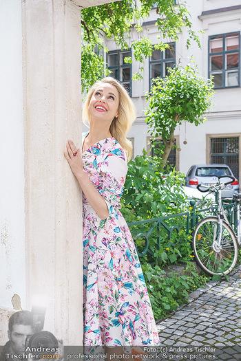 Fotoshooting mit Silvia Schneider - Innenstadt Wien - Di 18.05.2021 - Silvia SCHNEIDER im Heiligenkreuzerhof70