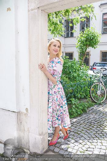Fotoshooting mit Silvia Schneider - Innenstadt Wien - Di 18.05.2021 - Silvia SCHNEIDER im Heiligenkreuzerhof73