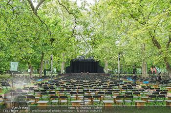 Harald Schmidt und Michael Niavarani - Theater im Park am Belvedere, Wien - Fr 21.05.2021 - Publikumsbereich, Sitze, Zuschauerplätze corona-konform, Bühne13