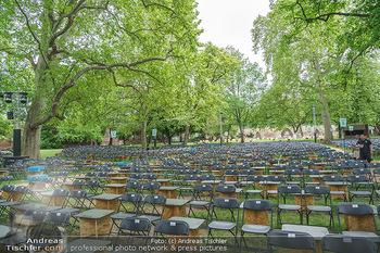 Harald Schmidt und Michael Niavarani - Theater im Park am Belvedere, Wien - Fr 21.05.2021 - Publikumsbereich, Sitze, Zuschauerplätze corona-konform, Bühne32