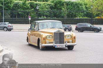 Ladies Night Promo-Aktion - Burgtheater, Volksgarten - Fr 28.05.2021 - goldener Rolls Royce von Tillmann FUCHS12