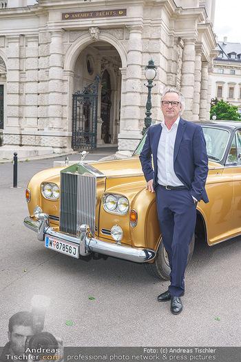 Ladies Night Promo-Aktion - Burgtheater, Volksgarten - Fr 28.05.2021 - Tillmann FUCHS vor seinem Rolls Royce31