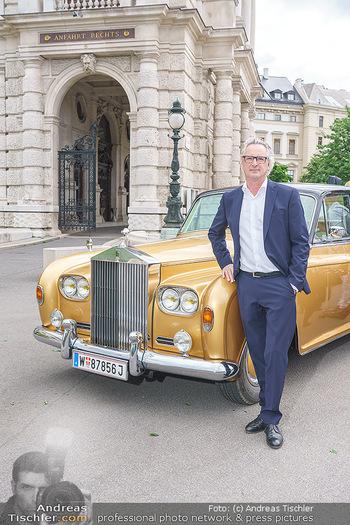 Ladies Night Promo-Aktion - Burgtheater, Volksgarten - Fr 28.05.2021 - Tillmann FUCHS vor seinem Rolls Royce32