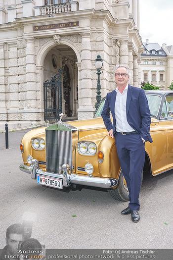 Ladies Night Promo-Aktion - Burgtheater, Volksgarten - Fr 28.05.2021 - Tillmann FUCHS vor seinem Rolls Royce33