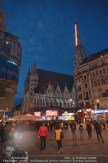 Austria for Life - Stephansplatz, Wien - Fr 28.05.2021 - Stephansdom mit Himmelsleiter beleuchtet, Stephansplatz2