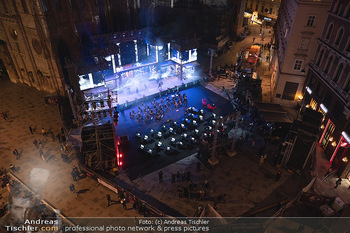 Austria for Life - Stephansplatz, Wien - Fr 28.05.2021 - Stephansdom beleuchtet und Bühne von oben, Stephansplatz54