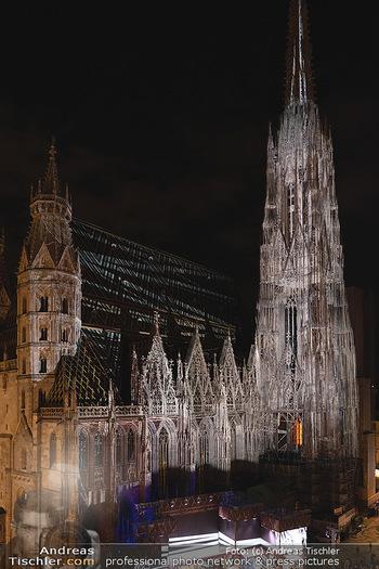 Austria for Life - Stephansplatz, Wien - Fr 28.05.2021 - Stephansdom beleuchtet und Bühne von oben, Stephansplatz57
