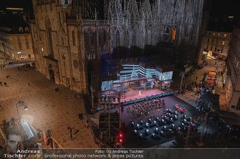 Austria for Life - Stephansplatz, Wien - Fr 28.05.2021 - Stephansdom beleuchtet und Bühne von oben, Stephansplatz58