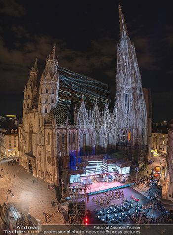 Austria for Life - Stephansplatz, Wien - Fr 28.05.2021 - Stephansdom beleuchtet und Bühne von oben, Stephansplatz59