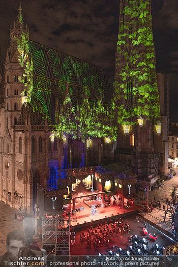 Austria for Life - Stephansplatz, Wien - Fr 28.05.2021 - Stephansdom beleuchtet und Bühne von oben, Stephansplatz63
