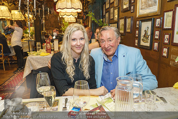 Verleihung Goldener Spargel - Marchfelderhof - Mo 31.05.2021 - Richard LUGNER mit Begleitung Simone6
