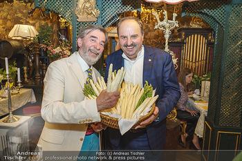 Verleihung Goldener Spargel - Marchfelderhof - Mo 31.05.2021 - Johann LAFER, Manfred BUCHINGER mit Marchfeldspargel50