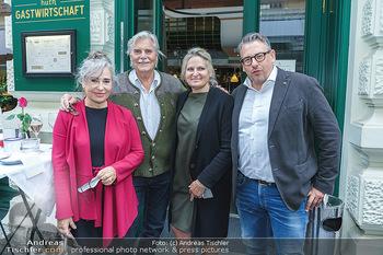 Wiedereröffnung - Huth Gastwirtschaft - Mo 31.05.2021 - Gabriele und Robert HUTH, Brigitte KARNER, Peter SIMONISCHEK8