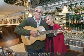 Wiedereröffnung - Huth Gastwirtschaft - Mo 31.05.2021 - Brigitte KARNER, Peter SIMONISCHEK10