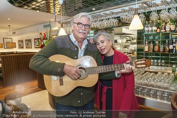 Wiedereröffnung - Huth Gastwirtschaft - Mo 31.05.2021 - Brigitte KARNER, Peter SIMONISCHEK11