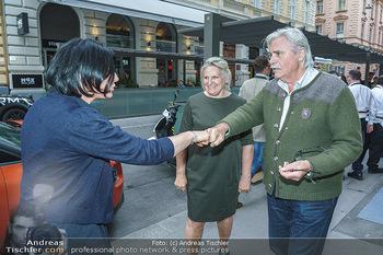 Wiedereröffnung - Huth Gastwirtschaft - Mo 31.05.2021 - Elisabeth KÖSTINGER, Peter SIMONISCHEK35