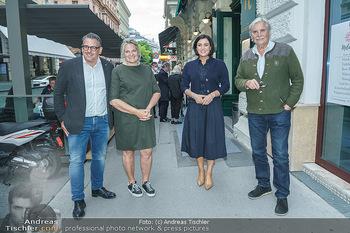 Wiedereröffnung - Huth Gastwirtschaft - Mo 31.05.2021 - Elisabeth KÖSTINGER, Gabriele und Robert HUTH, Peter SIMONISCHE36