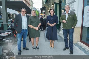Wiedereröffnung - Huth Gastwirtschaft - Mo 31.05.2021 - Elisabeth KÖSTINGER, Gabriele und Robert HUTH, Peter SIMONISCHE37