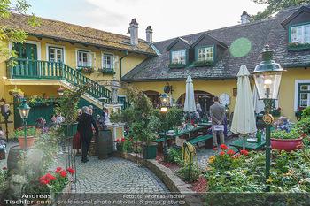 Buchpräsentation Mucha & Sommer - Schreiberhaus - Di 01.06.2021 - Heurigenlokal Innenhof, Schanigarten, Gemütlichkeit22