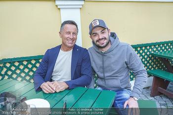 Buchpräsentation Mucha & Sommer - Schreiberhaus - Di 01.06.2021 - Hans ENN mit Sohn Daniel45