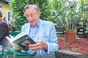 Buchpräsentation Mucha & Sommer - Schreiberhaus - Di 01.06.2021 - Richard LUGNER mit Buch48