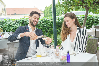 Sissi´s Royal Brunch - Cafe Schönbrunn, Wien - So 06.06.2021 - Dimitar STEFANIN mit Freundin Johanna WEINSTICH14