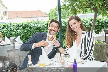 Sissi´s Royal Brunch - Cafe Schönbrunn, Wien - So 06.06.2021 - Dimitar STEFANIN mit Freundin Johanna WEINSTICH16