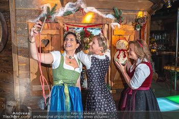 Fototermin 1. Wiener WinterWiesn - Bettelalm, Wien - Di 08.06.2021 - Sonja KATO-MAILATH, Kristina SPRENGER, Claudia WIESNER60