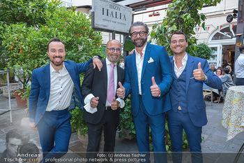Mauro Maloberti Geburtstag - Pizzeria Regina Margherita, Wien - Mi 16.06.2021 - Familie Luigi Sen und Jun sowie Antonio BARBARO, Mauro MALOBERTI25