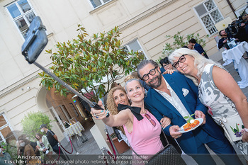Mauro Maloberti Geburtstag - Pizzeria Regina Margherita, Wien - Mi 16.06.2021 - Mauro MALOBERTI Selfie mit Damen43