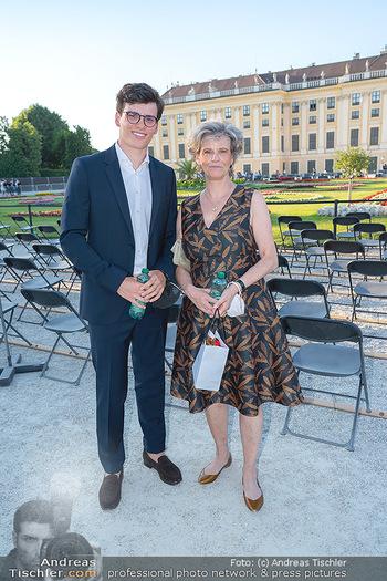 Sommernachtskonzert 2021 - Schönbrunn, Wien - Fr 18.06.2021 - Sabine HAAG mit Sohn Matthias8