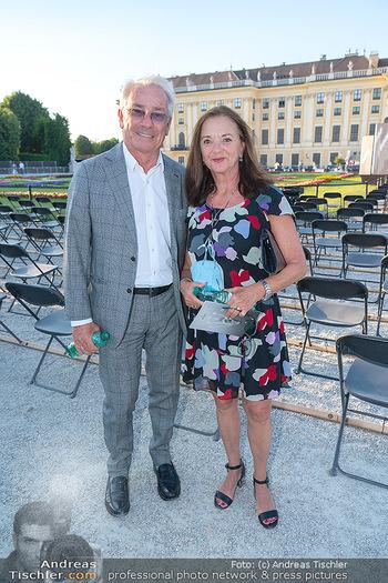 Sommernachtskonzert 2021 - Schönbrunn, Wien - Fr 18.06.2021 - Georg PÖLZL mit Ehefrau Evelyn9