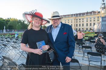 Sommernachtskonzert 2021 - Schönbrunn, Wien - Fr 18.06.2021 - Michael SCHADE mit Ehefrau Dee MCKEE17