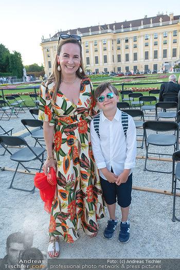 Sommernachtskonzert 2021 - Schönbrunn, Wien - Fr 18.06.2021 - Maria GROßBAUER GROSSBAUER mit Sohn Gabriel21