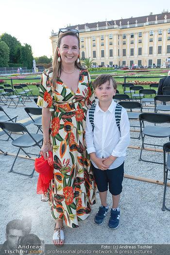 Sommernachtskonzert 2021 - Schönbrunn, Wien - Fr 18.06.2021 - Maria GROßBAUER GROSSBAUER mit Sohn Gabriel22