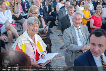 Sommernachtskonzert 2021 - Schönbrunn, Wien - Fr 18.06.2021 - Heinz und Margit FISCHER72