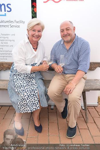 Hilfe im eigenen Land Charity - Brandlhof, Radlbrunn Nö - Do 24.06.2021 - Sissi PRÖLL, Rudi ROUBINEK16