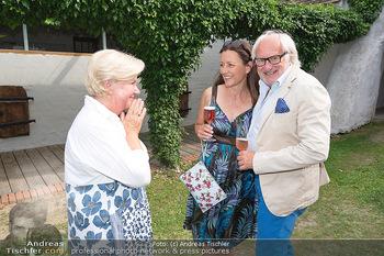Hilfe im eigenen Land Charity - Brandlhof, Radlbrunn Nö - Do 24.06.2021 - Michael SCHOTTENBERG mit Freundin Claire, Sissi PRÖLL23