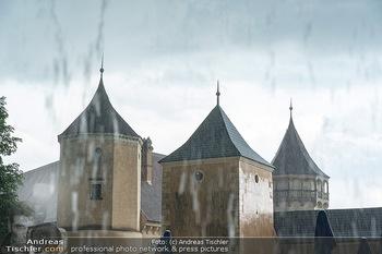 Sommernachtskomödie - Unwetter - Rosenburg, Niederösterreich - Do 24.06.2021 - Die Rosenburg im strömenden Regen kurz vor Premierenbeginn17