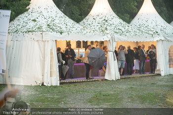 Sommernachtskomödie - Unwetter - Rosenburg, Niederösterreich - Do 24.06.2021 - Gastro- und VIP-Zelte dienen zum Unterstellen22